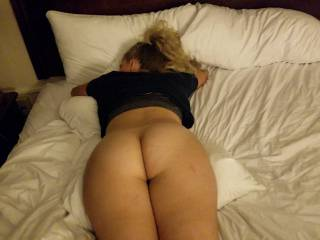 Naked ass and my whole body ready to be taken. Cover me with your cum. I wsna see it !!