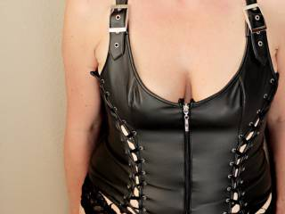 Looking for some kinky suggestions to go with my seXXXy outfit... This pic is for some requests I get for body shots.... Well here you go...run with it...tell me what's on your mind when you  see this ...I know I feel a little dom when I wear a this...