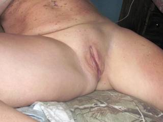 mmm sexy i love your sexy pussy i would love to eat you and make you cum all over.