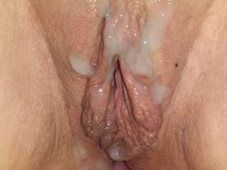 Mmm l would love to deliver nay hot load over them nice pussy lips
