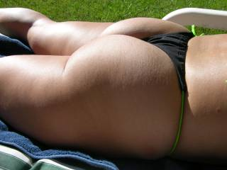 MAN! .. she's got a fucking nice ass and I would love to play with it!