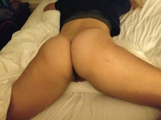 Laying spread open on the bed. Somebody cum fill me!
