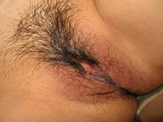 Oh yea, now thats one juicy pussy.  Bet it tastes good....finger lick'n good.