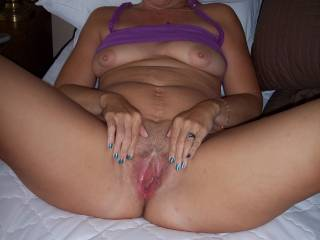 Love the pic very nice sexy wet pussy.Would love to suck on those lovely tits and lick out that wet pussy until it cums in my mouth.Keep it up hope to chat soon Jon.