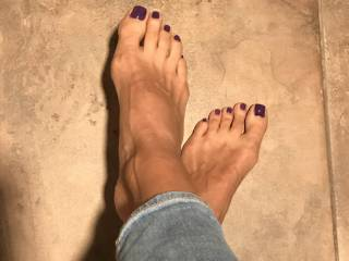 A fresh pedicure, ready for some artistic sprays... love feeling warm cum dripping between my toes