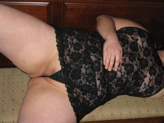 I'd love to help her unwind by lick her wonderful pussy and sucking the lips and clitoris and suck, nibble, fondle those marvelous tits.