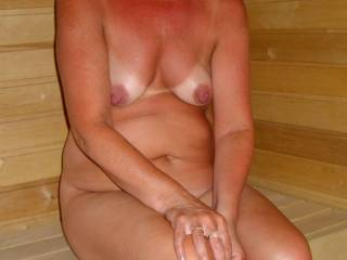 It would be so much fun to see her naked in the sauna, what a lovely lady, and such a gorgeous body, so sexy.