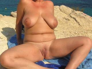 Great looking body and love that smooth pussy and those great big tits and big beautiful nipples.