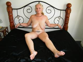 Oh yes I want to feel your lips around my cock. But I want to feel that hot pussy of your cumming all over it !
