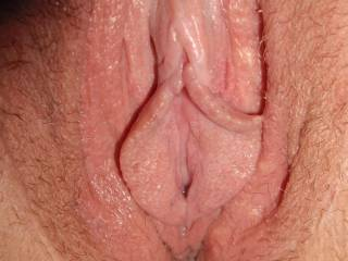 mmmmm sweet juicy pussy lips just the way we like them, we would love to kiss and lick them.