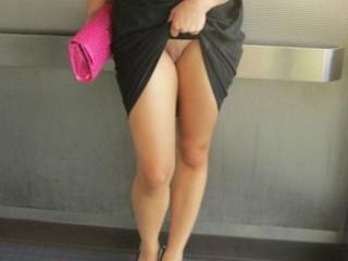 flashing her pussy in the lift of a top London hotel