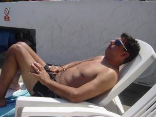 u like me 2 rub sun cream on u sexy? maybe give me a flash of ur white bits sexy! xxx