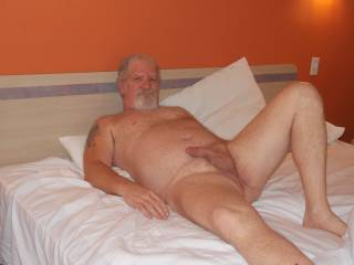 mmmm... a real SEXXXY Man ...wanna lick you from toes to head...