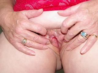 xxx Mature Woman.. Would like my pussy licked then Squeezeit.. and then.. who knows.... do you?