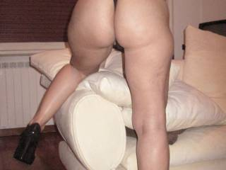 Beautiful!!! what a fab ass!! Love to part those cheeks!!