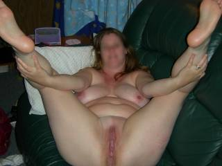 love to suck and fuck that pussy ..nice sole too.
