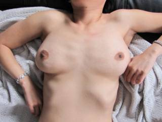 mmm and those dark nipples look so inviting