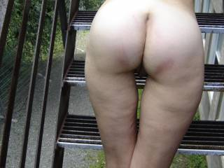 dam what a wonderful butt. sooo like to lick and kiss and be deep inside and hold them hips. wow. nice