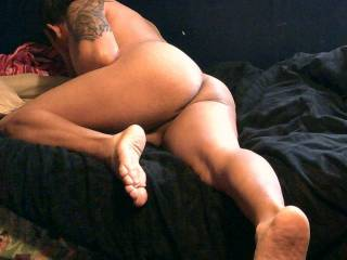 Beautiful Sexy ,manly and elegant! those meaty soles awesome tattoo were meant for this picture! :)