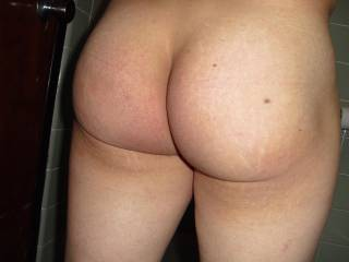 What a magnificient ass, so firm and round.  Spectacular!!!