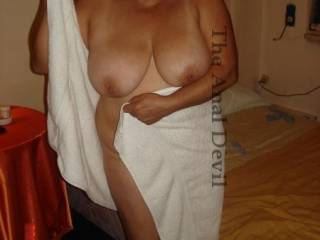 Grace hot mature woman (60 years old). That you think of his natural tits?