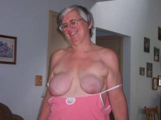 ohhhhh my yes,, luv the smile,and w000w your big mature tittties are needing some suckin by me!